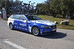 Paris-Nice 2020 - Côte de Saumane - voiture quick step 2.jpg