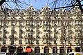Paris avenue montaigne Plaza Athénée.2.jpg