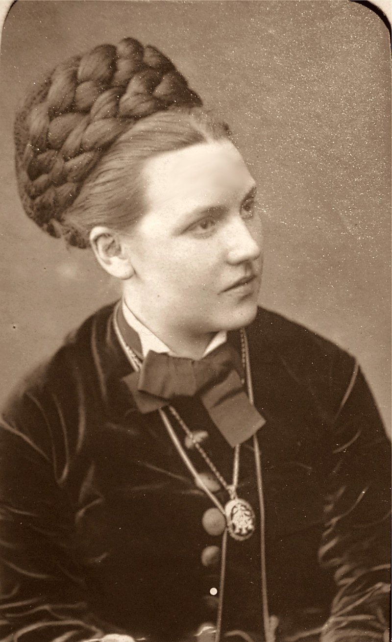 Pauline Rita.jpg