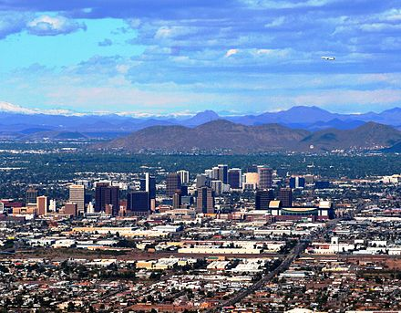 Northern skyline, downtown Phoenix, Sunnyslope Mountain clearly visible in background PhoenixDowntown.jpg
