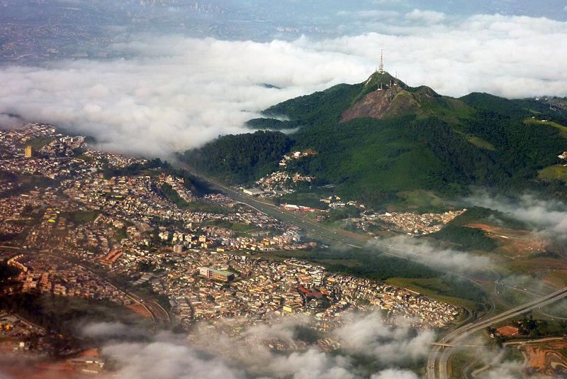 http://upload.wikimedia.org/wikipedia/commons/thumb/f/f3/Pico_do_jaragua_aerial_2010.JPG/800px-Pico_do_jaragua_aerial_2010.JPG