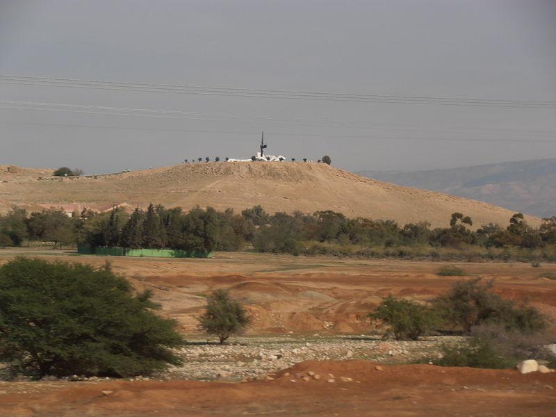 אנדרטת הבקעה ליד פצאל