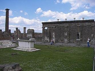 Pompeii Temple of Apollo 2.jpg