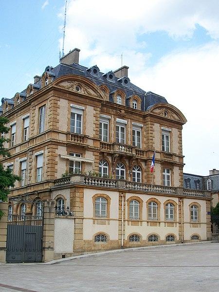 Ancien palais épiscopal devenu préfecture et siège du Conseil Général de Lozère à Mende, France