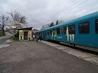 Praha-Strašnice zastávka, vlak Arriva (03).jpg
