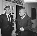 Premier Den Uyl ontvangt de voorzitter Europese Commissi Francois Xavier Ortoli , Bestanddeelnr 926-7629.jpg