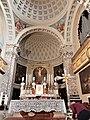 Presbiterio e altare maggiore della chiesa.jpg