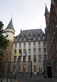 La Prinsenhof (princa korto, nun kvinstela hotelo Dukes' Palace.