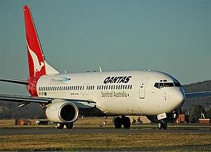 Qantas Boeing 737-800 CBR Gilbert-2.jpg