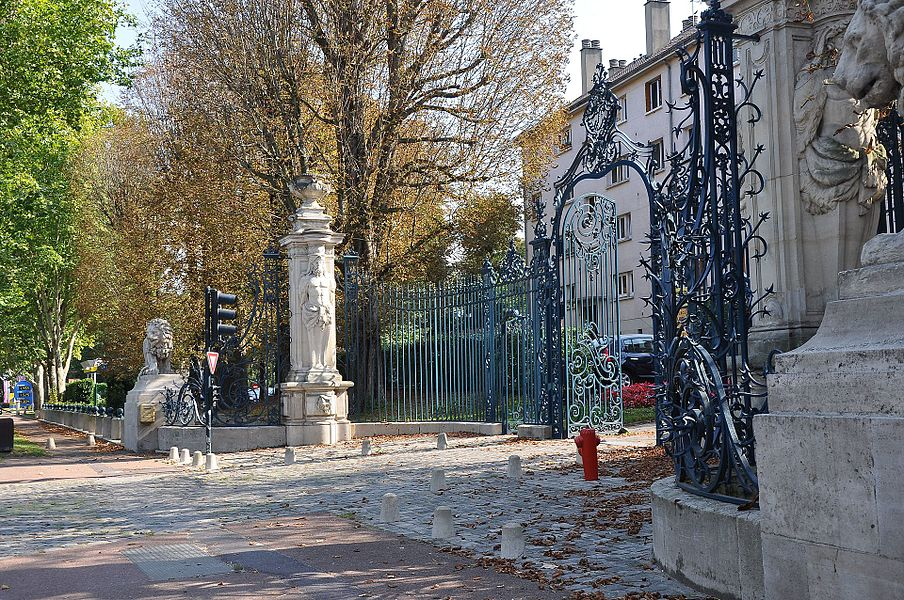 Résidence des Lions, at Bougival in France. The entrance to the Pavillon Comtesse du Barry the last favourite of Louis XV, king of France.