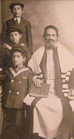 Avraham Al-Naddaf - Rabbi Avraham Al-Naddaf with his three sons, circa 1920