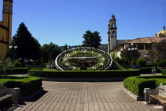 Zacatlán - Main plaza with flower clock