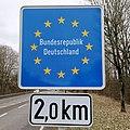 Remich, panneau frontière allemande 2km.jpg
