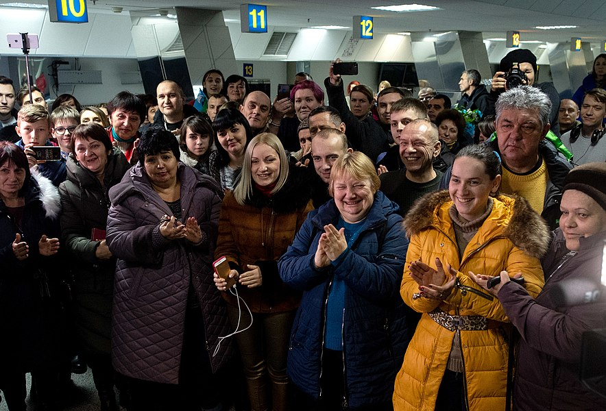 Return of liberated citizens to the territory controlled by Ukraine (2019-12-29) 084.jpg