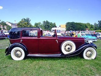 Sunroof - Example of the Sedanca de Ville style body from 1934 with a covered passenger compartment and open chauffeur cabin
