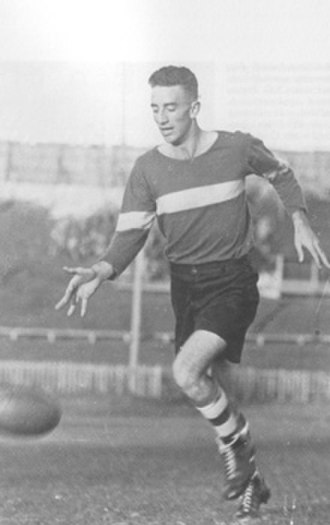 Ross Hutchinson - Hutchinson playing Australian rules football