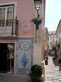 Painel de azulejos num edif�cio de Abrantes.