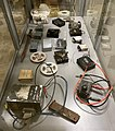 """STAY BEHIND Misc CIA MI6 communication intelligence equipment etc Etterlatt """"spionutstyr"""" etter kurs på Torås Fort Military History Museum Tjøme Færder Norway 2021 IMG 4845.jpg"""