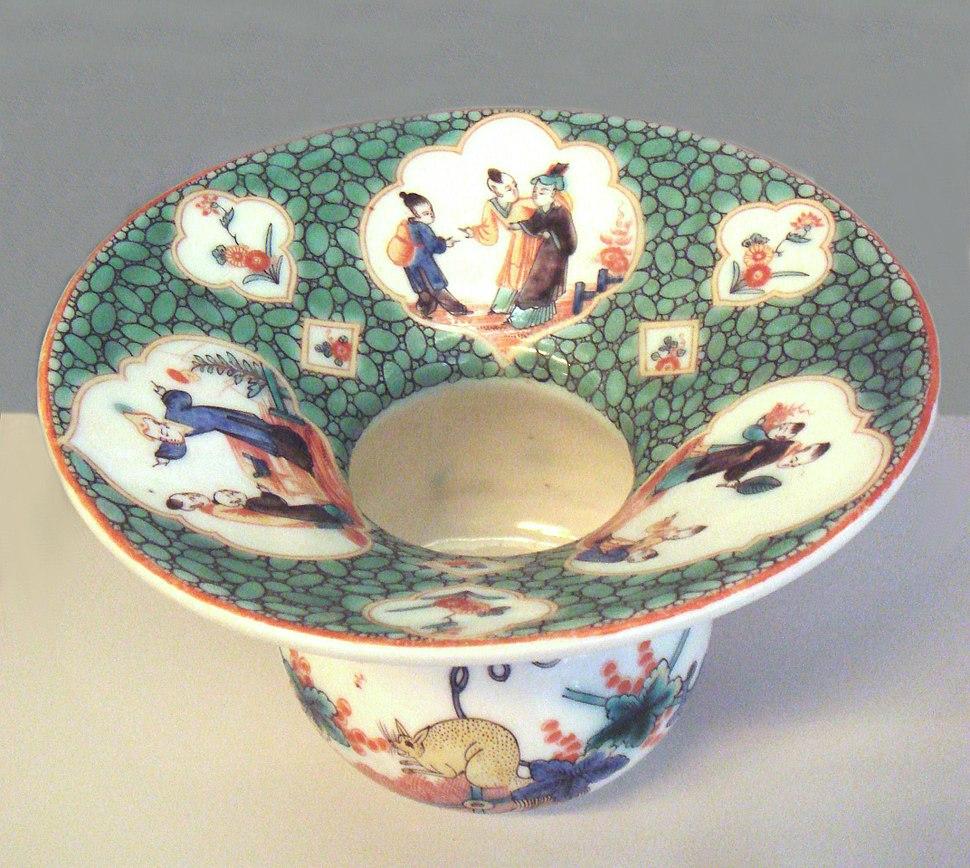 Saint Cloud soft porcelain spitting bowl Famille verte 1730 1740