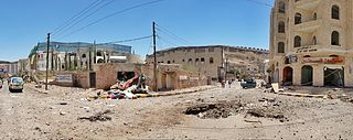 https://upload.wikimedia.org/wikipedia/commons/thumb/f/f3/Sana%27a_after_airstrike_20-4-2015_-_Widespread_destruction-_14.jpg/320px-Sana%27a_after_airstrike_20-4-2015_-_Widespread_destruction-_14.jpg