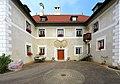 Sankt Veit an der Glan Niederdorf Renaissanceschloss Eingang 14102010 055.jpg