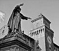Savonarola e Castello Estense DSC0153.jpg