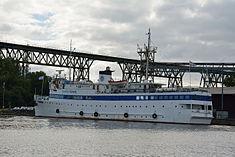 Schleswig-Holstein, Hochdonn, Fähranleger am N-O-Kanal; das Motorschiff Brahe lag dort als Hotelschiff für Wacken Open Air 2015 NIK 5431.jpg
