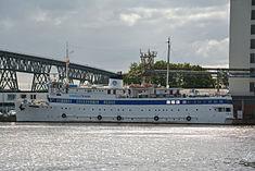 Schleswig-Holstein, Hochdonn, Fähranleger am N-O-Kanal; das Motorschiff Brahe lag dort als Hotelschiff für Wacken Open Air 2015 NIK 5439.jpg