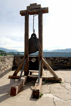Seeboden Treffling Burg Sommeregg Foltermuseum Guillotine 24082007 31.jpg