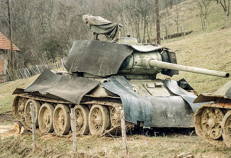 Bosnian T-34/85 with improvised extra protections, 1996.