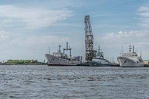 Ships in Kronstadt harbour 02.jpg