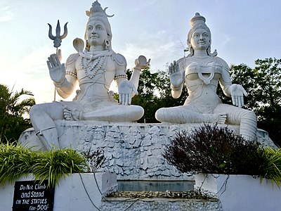 Shiva, Parvati statues on Kailasagiri 06.jpg