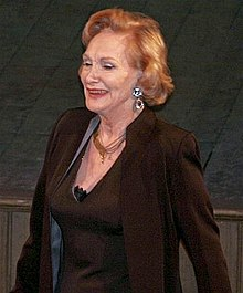 "alt=Description de l'image Siân Phillips in ""Crossing Borders"".jpg."