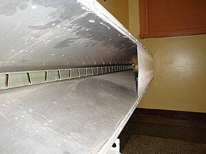 Slot antenna - Image: Slot antenna section 3