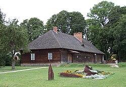 Solec Dom z podcieniami (Widok z tylu).jpg