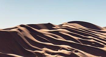 Les dunes rouges de Sossusvlei (Namibie). (définition réelle 6418×3503)