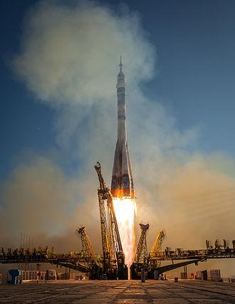 Soyuz TMA-11M - Image: Soyuz TMA 11M rocket launches from Baikonur (2)
