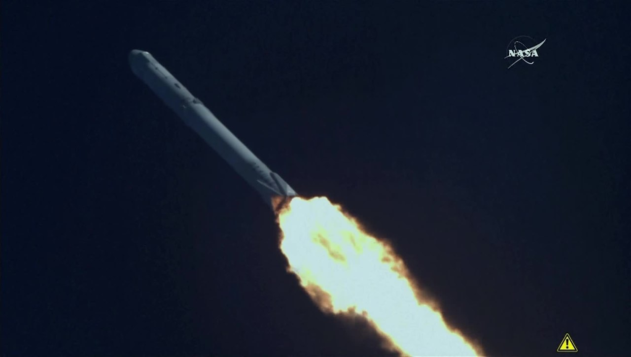 FileSpaceX CRS 8 Falcon 9 Rocket On Dragon Return To