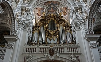 St. Stephen's Cathedral, Passau - Image: St. Stephen's Cathedral Central Organ