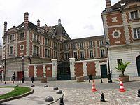 St Maur - Facade Lycee Teilhard de Chardin.jpg