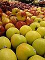 Starr-070730-7803-Malus pumila-fruit varieties-Foodland Pukalani-Maui (24262243834).jpg