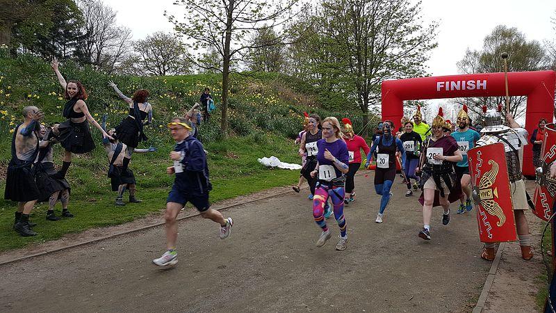 File:Start of the Romans Vs Picts 5k race, Callendar House.jpg
