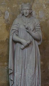 Statue Beatrice of Provence.jpg