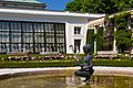 Statue samt Brunnen, Orangerie, Mirabellgarten.jpg