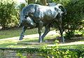 Stier von Ludwig Cauer im Oranienpark.JPG