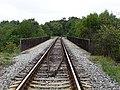 Stodůlky, železniční trať 122, most přes Jeremiášovu ulici.jpg