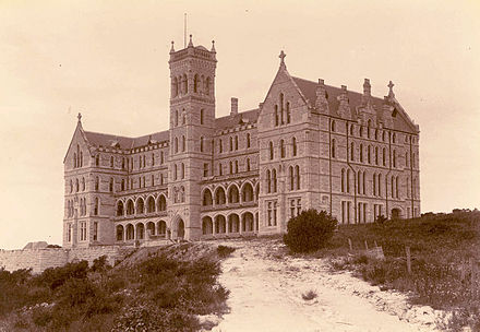 St Patrick's Seminary in Manly, New South Wales was used as Gatsby's mansion. Palm trees had to be digitally removed in post-production to convey a faithfulness to the Long Island setting. Stpatricksmanlycirca1900.jpg