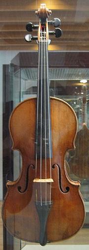 180px-Stradivarius_violin_front.jpg