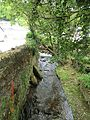 Stream entering Polperro - panoramio.jpg