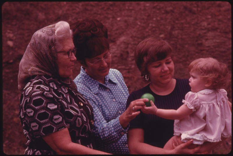 THREE GENERATIONS OF COAL MINE WIVES AND A BABY, ALL RESIDENTS OF CUMBERLAND, KENTUCKY. FROM THE LEFT, THEY ARE MRS... - NARA - 556593